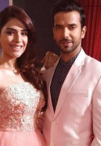 anjum fakih poses with her kundali bhagya co-star manit joura