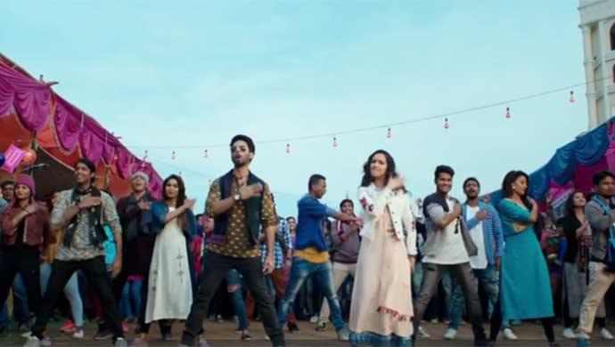 Shraddha Kapoor And Shahid Kapoor In Song Gold Tamba