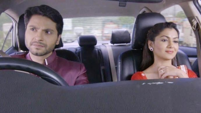 King and Pragya in a car scene from Kumkum Bhagya