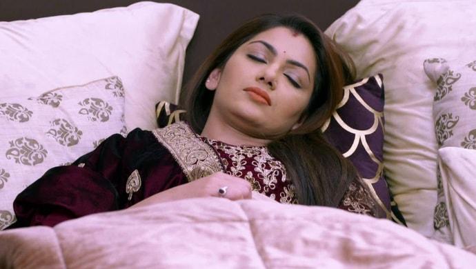 Pragya Arora falls unconscious in a scene from Kumkum Bhagya