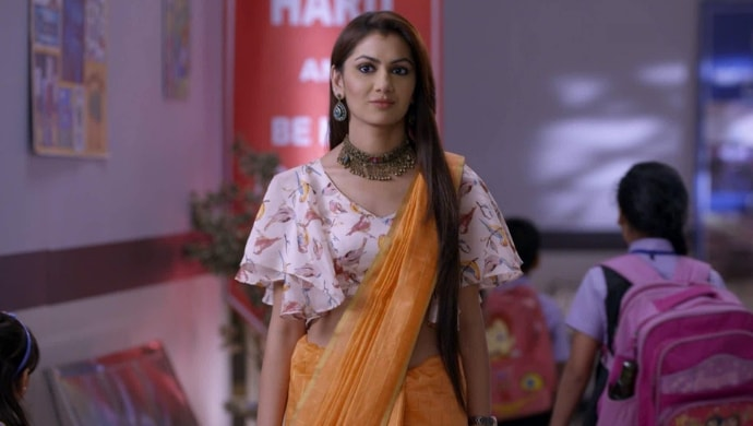 Sriti Jha in a quirky blouse and saree from Kumkum Bhagya