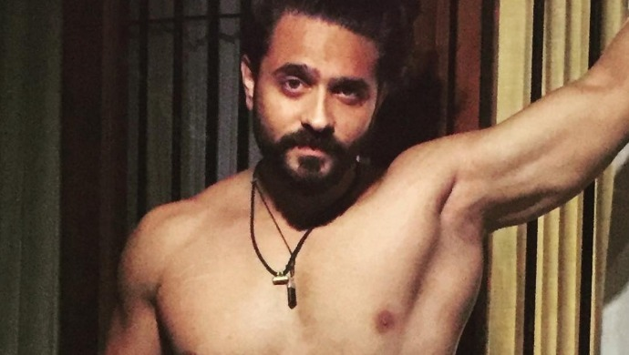 Ashish Sharma flaunts his hot body