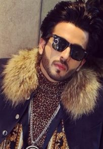Dheeraj Dhoopar channels rapper vibes in a long coat