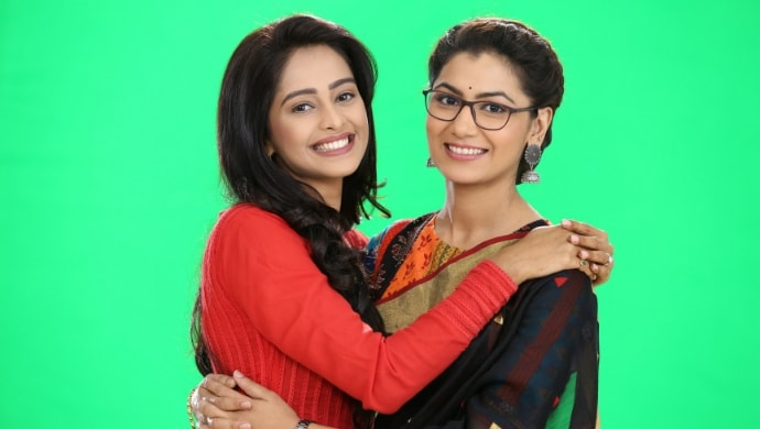 Mugdha Chaphekar with Sriti Jha on Kumkum Bhagya sets