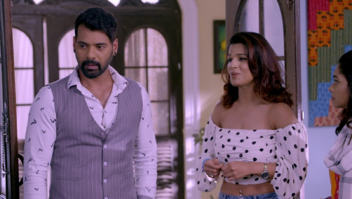 Kumkum Bhagya 25 April 2019 Full Episode Written Update: Abhi Visits