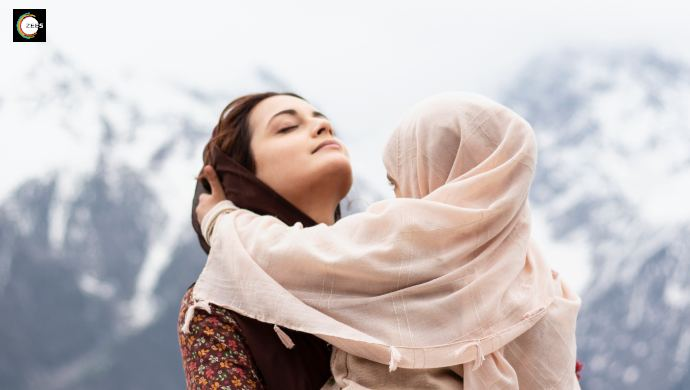 Dia Mirza with her onscreen daughter on Kaafir sets