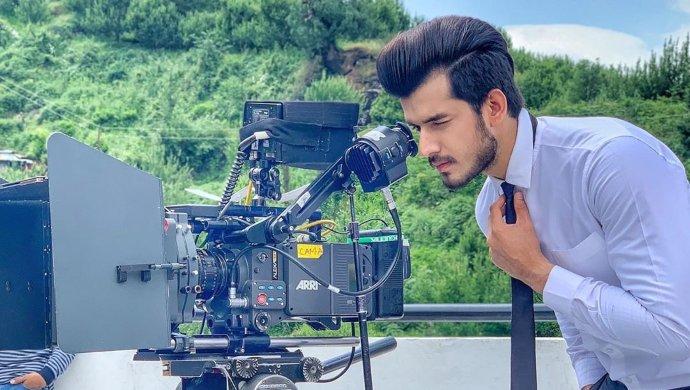 Ishq Aaj Kal actor Paras Kalnawat on the sets