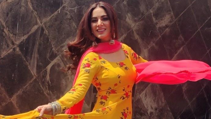 Shraddha Arya dancing