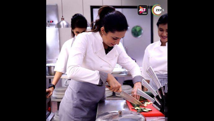 Divyanka as Chef Nitya in Coldd Lassi aur Chicken Masala