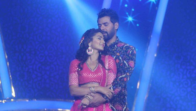 Abhi and Pragya in Ganpati Special episode of Kumkum Bhagya