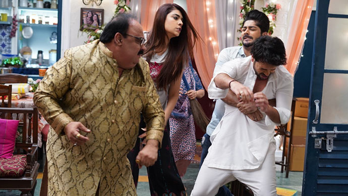 Prithvi gets beaten up on Kundali Bhagya