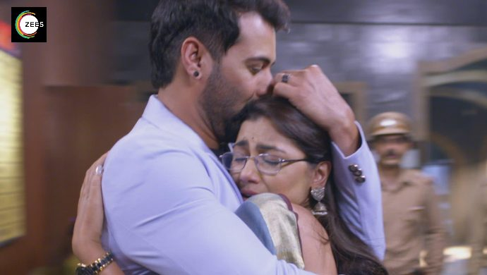 Shabir Ahluwalia and Sriti Jha in a still from Kumkum Bhagya episode
