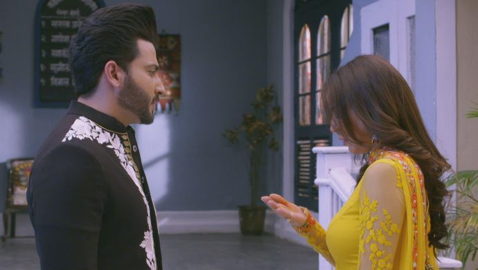 Karan and Preeta in a Kundali Bhagya still