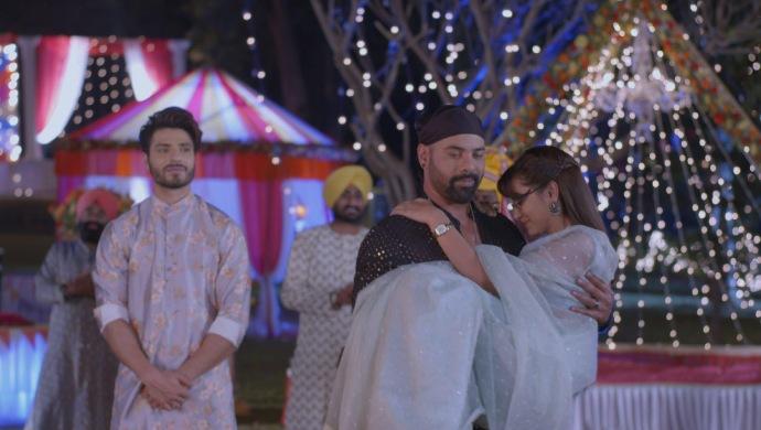 Still from Kumkum Bhagya with Pragya in Abhi's arms