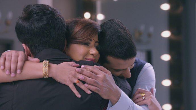 फिर भी राखी और उनके बेटों के साथ कुंडली भाग्य से