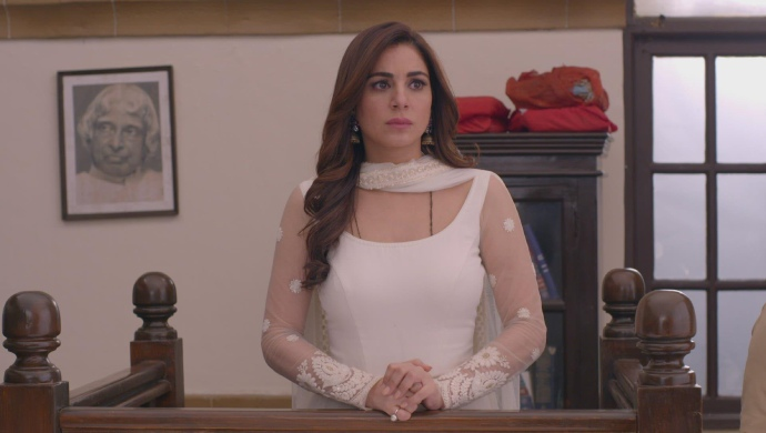 Still from Kundali Bhagya with Preeta in court