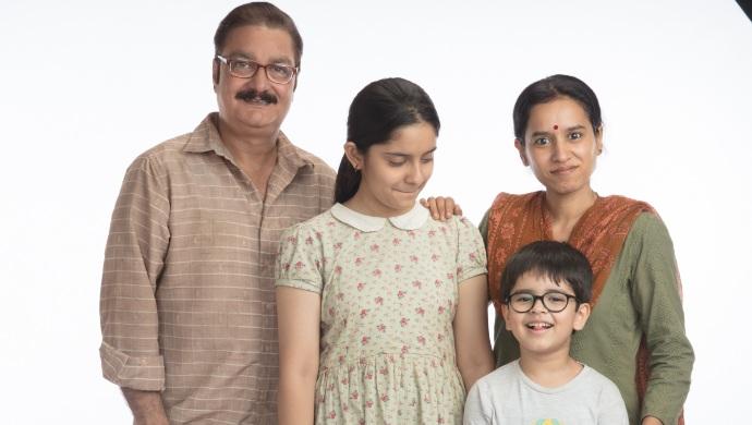 ZEE5 पर चिंटू का जन्मदिन में परिवार