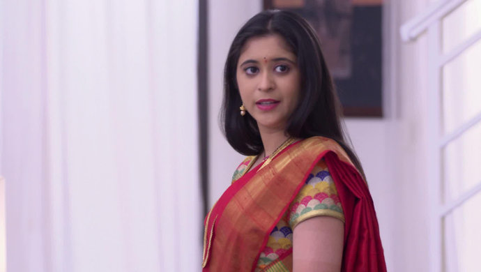 Gayatri Datar from a scene in Tula Pahate Re.