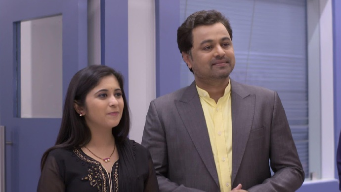 Gayatri Datar and Subodh Bhave in a scene from Tula Pahate Re