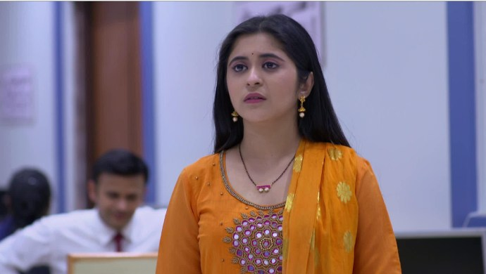 Gayatri Datar in a scene from Tula Pahate Re.