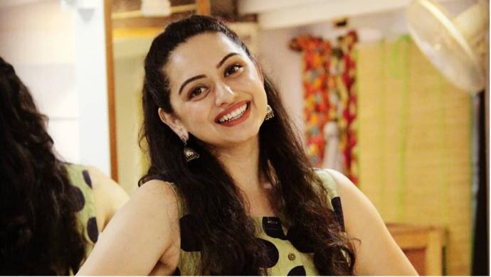Jaago Mohan Pyare actress Shruti Marathe smiles for a picture.