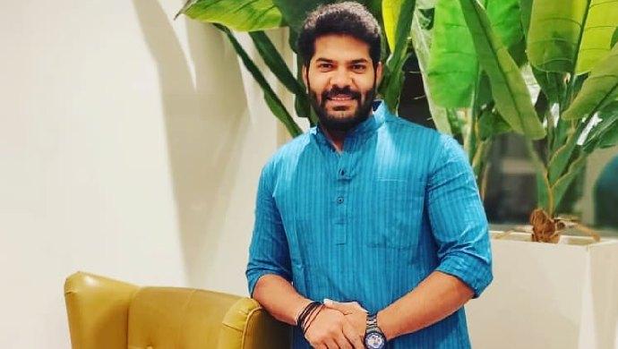 Tuzhat Jeev Ranagala actor Hardeek Joshi poses in ethnic wear.
