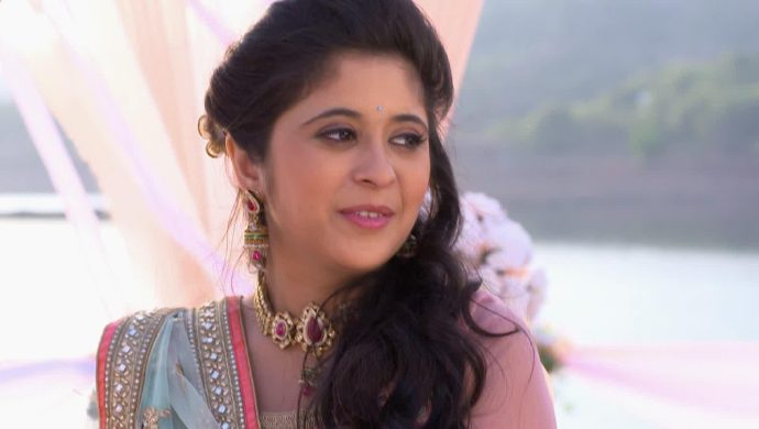How Does Tula Pahate Re's Isha Want To Get Married In Real