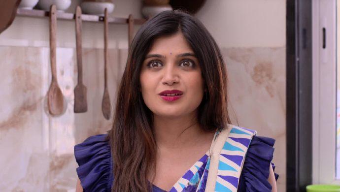 Isha Keskar blouse style from Mazhya Navryachi Bayko.