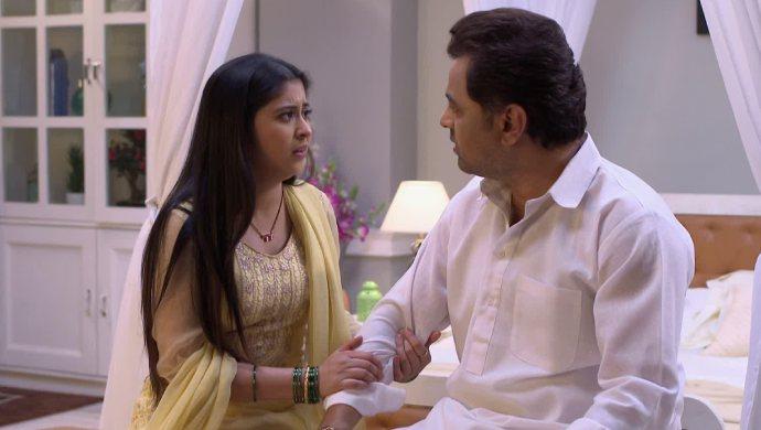 Isha and Vikrant in a scene from Tula Pahate Re scene.