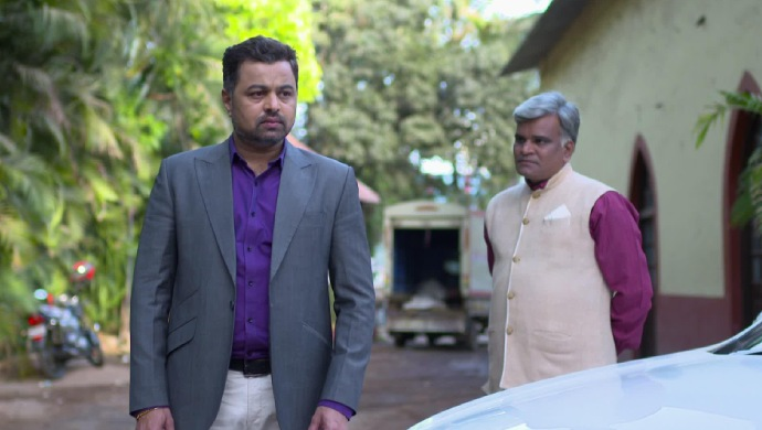 Vikrant and Jhende in a scene from Tula Pahate Re.