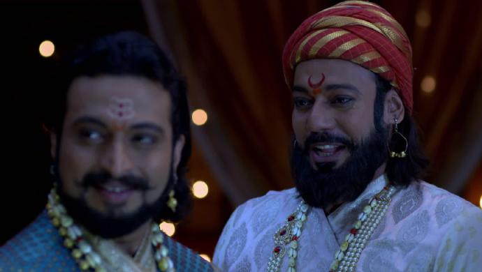 Sambhaji and Shivaji in a scene from Swarajyarakshak Sambhaji.