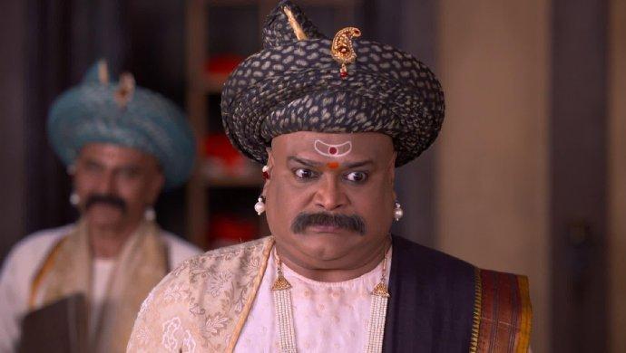 Anaji Pant in a scene from Swarajyarakshak Sambhaji.