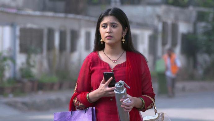 Isha Nimkar in a scene from Tula Pahate Re.