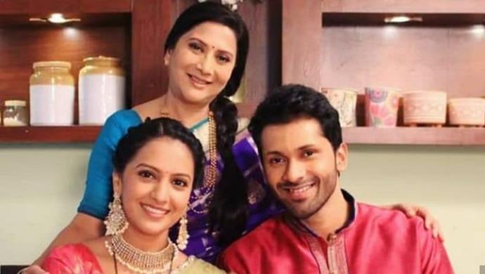 Nivedita Saraf, Tejashri Pradhan and Ashutosh Patki - Agga Bai Sasubai