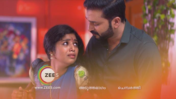 Anand helps Kalyani (Source: ZEE5)