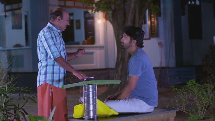Gopalakrishnan arrives with food for Abhimanyu