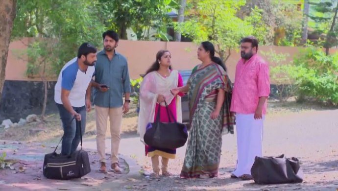 Harshan requests his family to accompany him to Puthanveedu
