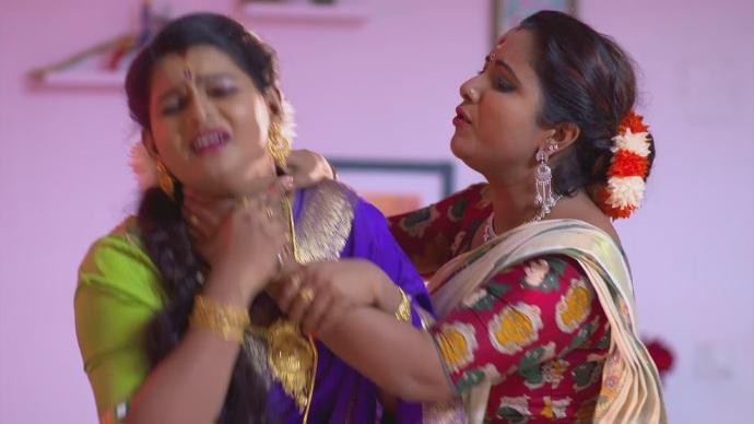 Vilasini hurting Jayanthi for having the spiked sweets