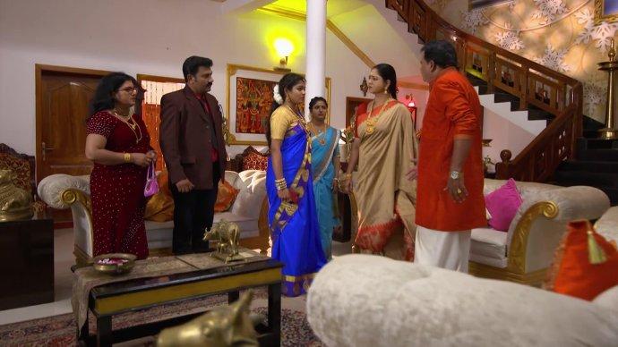 Krishnan stops Akhila