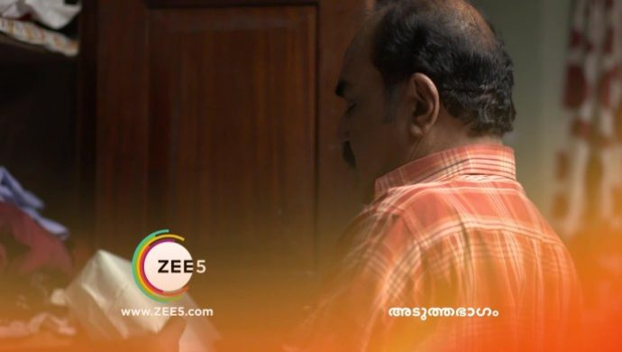 Das takes out the money from the cupboard (source:ZEE5)