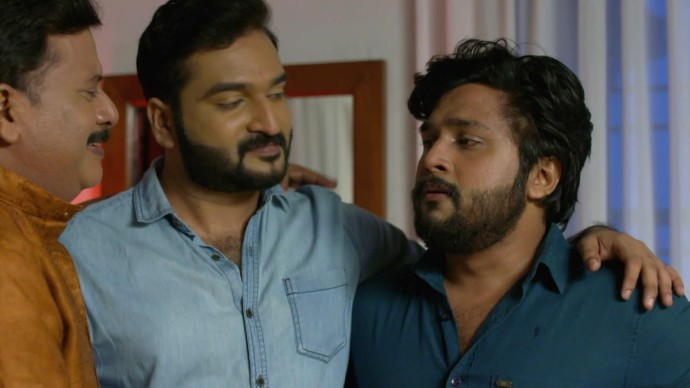 Krishnan is elated by Anand and Aravind's brotherly love (source:ZEE5)