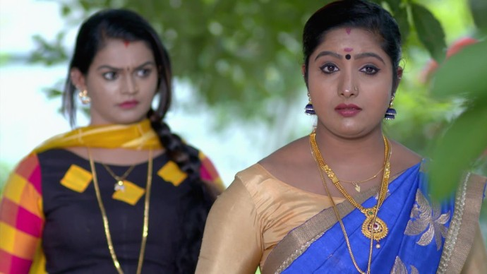 Vilasini discusses her plans with Jayanthi (source:ZEE5)