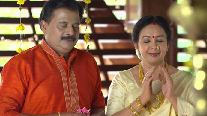 Akhila blesses Kalyani instead of Ganga (Source:ZEE5)