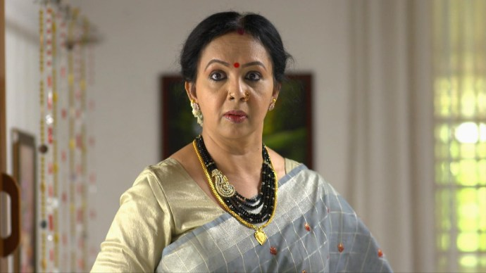 Akhila sees Kalyani wearing Anand's shirt (source:ZEE5)