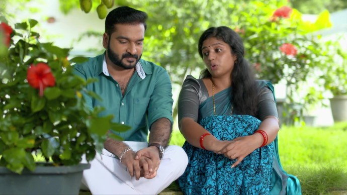 Anand and Kalyani shares a romantic moment in the garden (source:ZEE5)