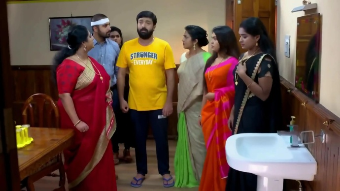 Harshan acts confused about what is happening (source:ZEE5)