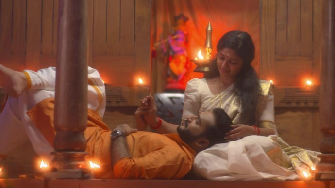Kalyani dreams of a romantic moment with Anand (source: ZEE5 )