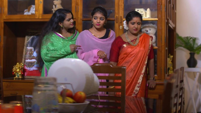 Vilasini, Jayanthi and Ganga wait for Kalyani to fall into their trap (source:ZEE5)