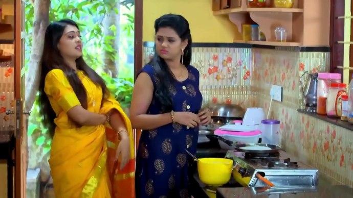 Samyuktha makes Avantika work in the kitchen (source:ZEE5)