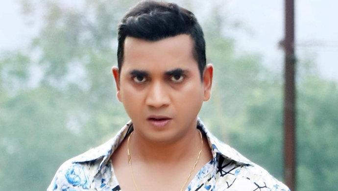 Saanad Verma as Saxenaji